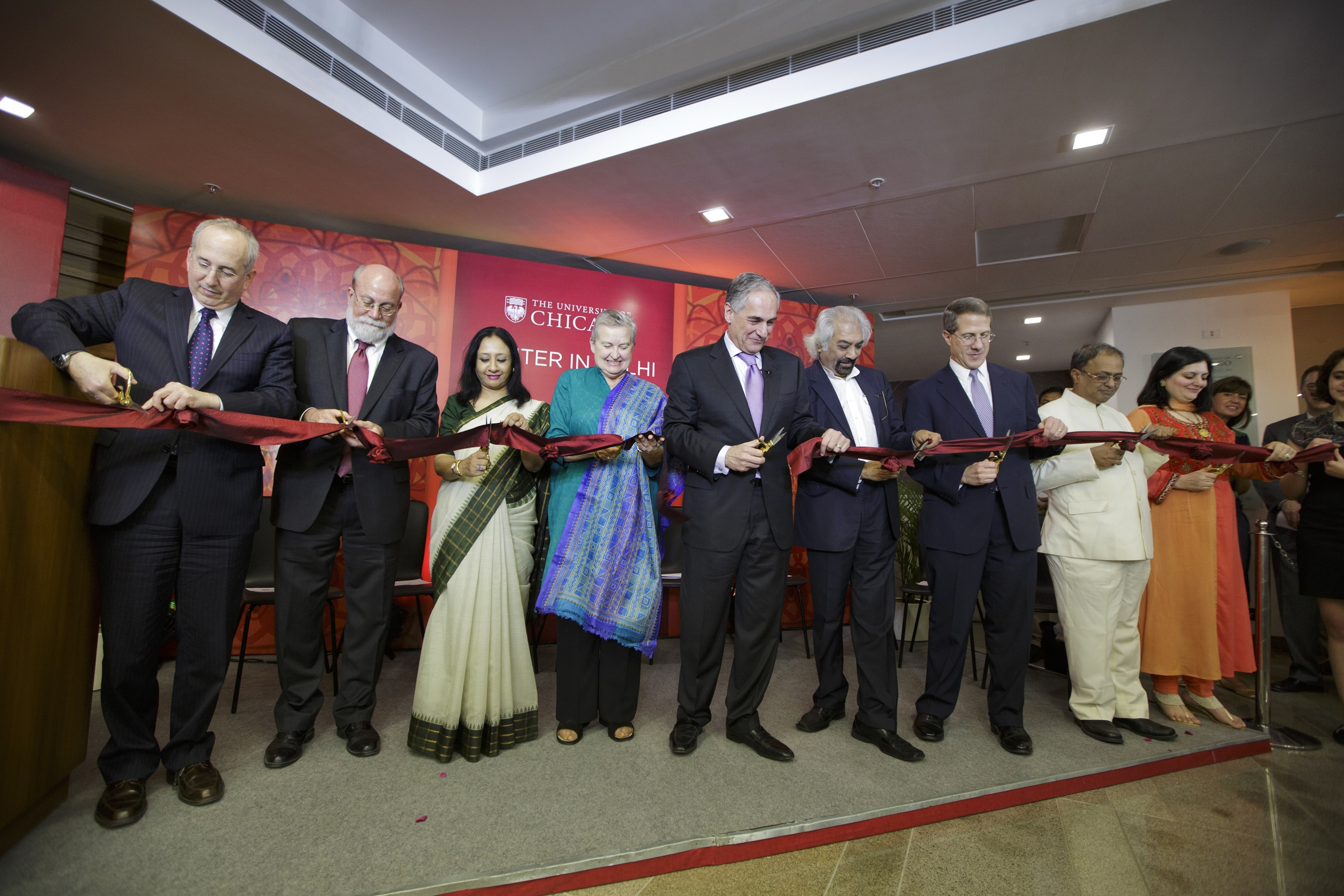 Ribbon cutting ceremony at the University of Chicago Center in Delhi on March 29, 2014.(Photo by Kuni Takahashi)