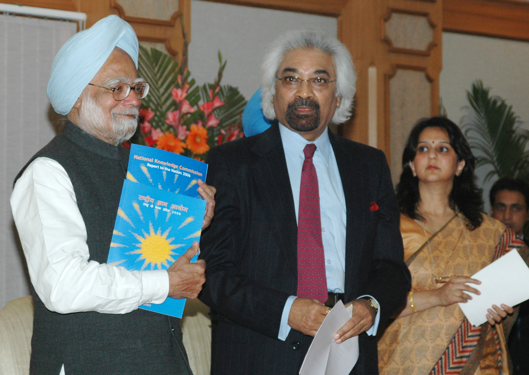 The Prime Minister Dr. Manmohan Singh releases the National Knowledge Commission's Report to the Nation 2006, in New Delhi on January 12, 2007