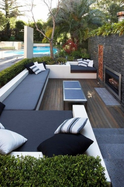 An easy way to revamp your backyard is to add a color element. This subtle addition of blue will definitely make your backyard pop.   Image as seen on dwellerswithoutdecorators.blogspot.com
