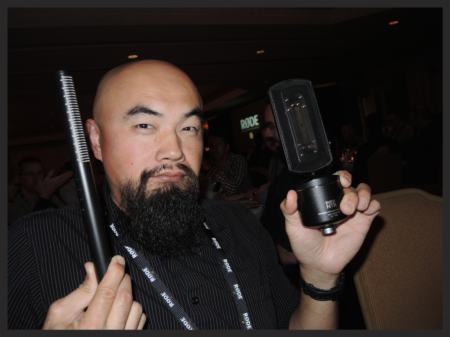 Watson Wu holding the new   NTG4+ shotgun   and   NTR ribbon   mics at the Røde Show 2015. Røde must have read my mind because I've been thinking about getting a ribbon mic! :-D