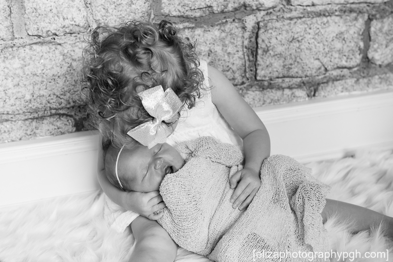 Newborn Photography : www.elizaphotographypgh.com : Pittsburgh