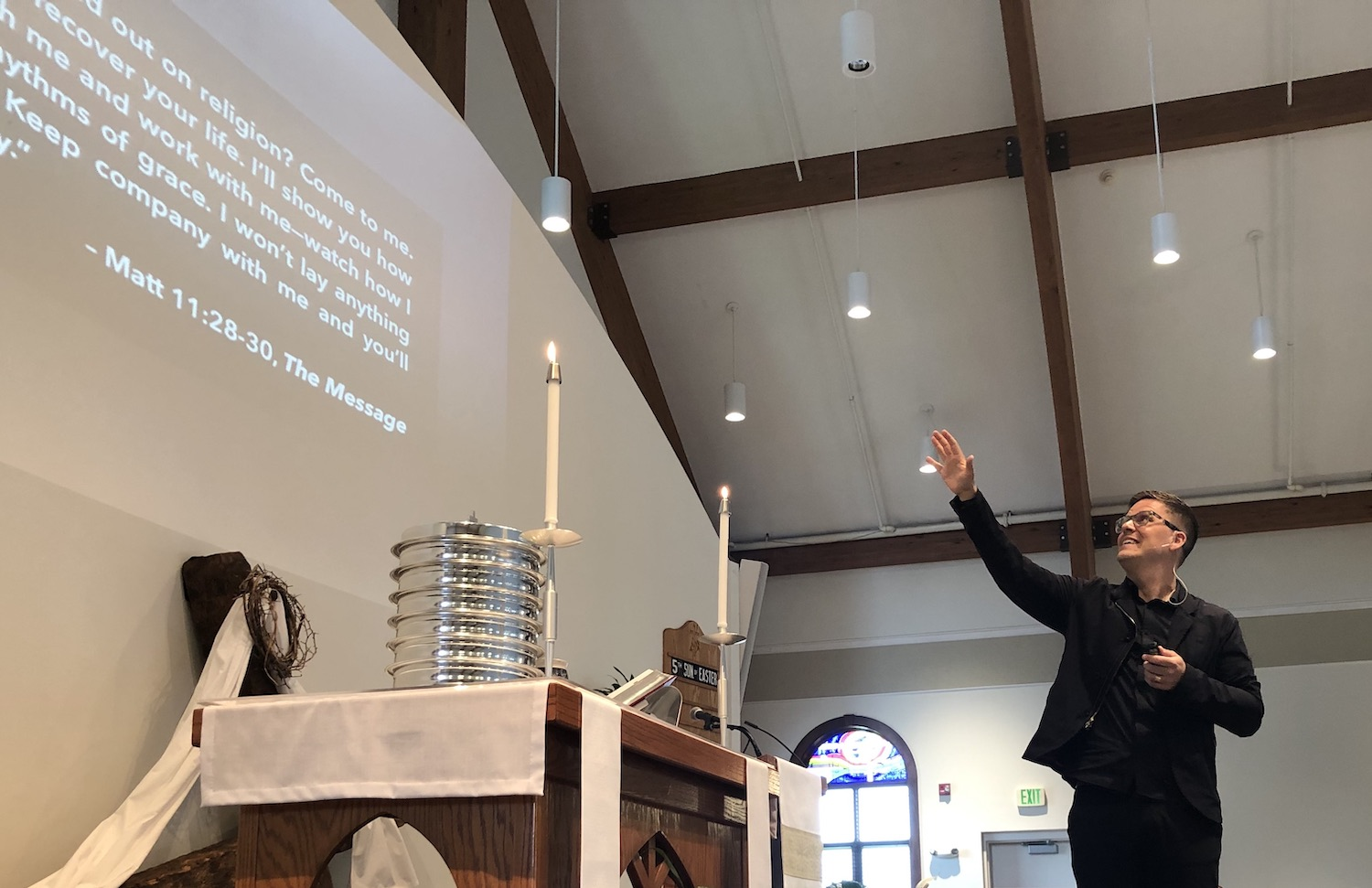 Aaron Niequist leads worship at Cross of Grace. May 19, 2019.