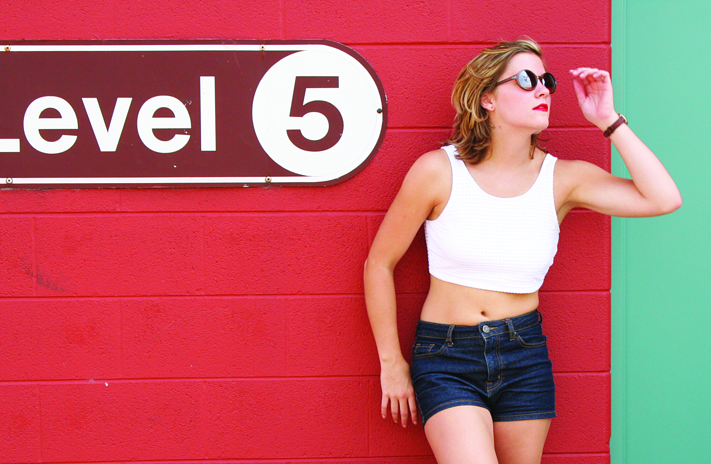 photo: Kierstin | top: Express, shorts: Urban Outfitters, sunglasses: Target, watch: Urban Outfitters