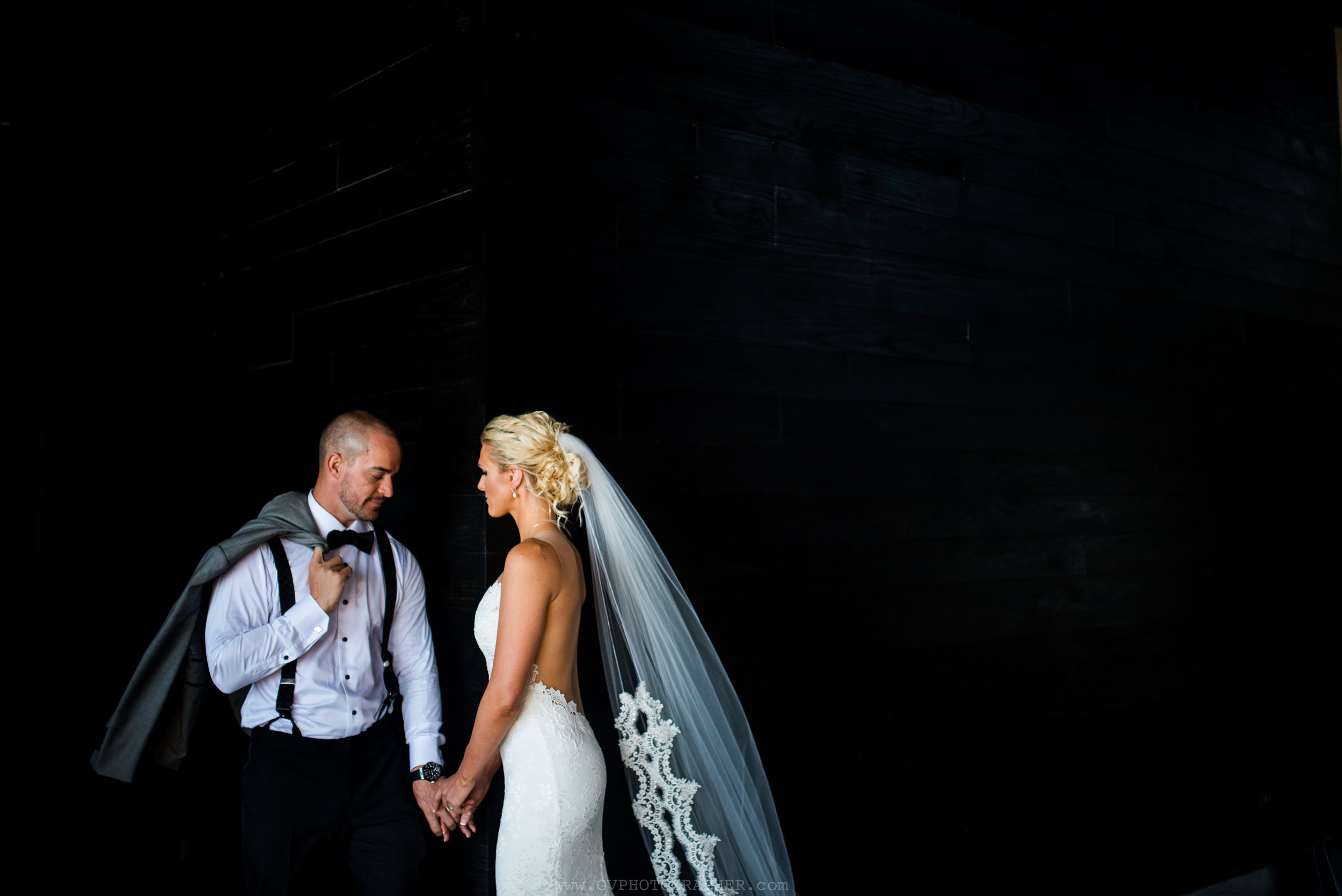 bride-and-groom-casual-beach-wedding