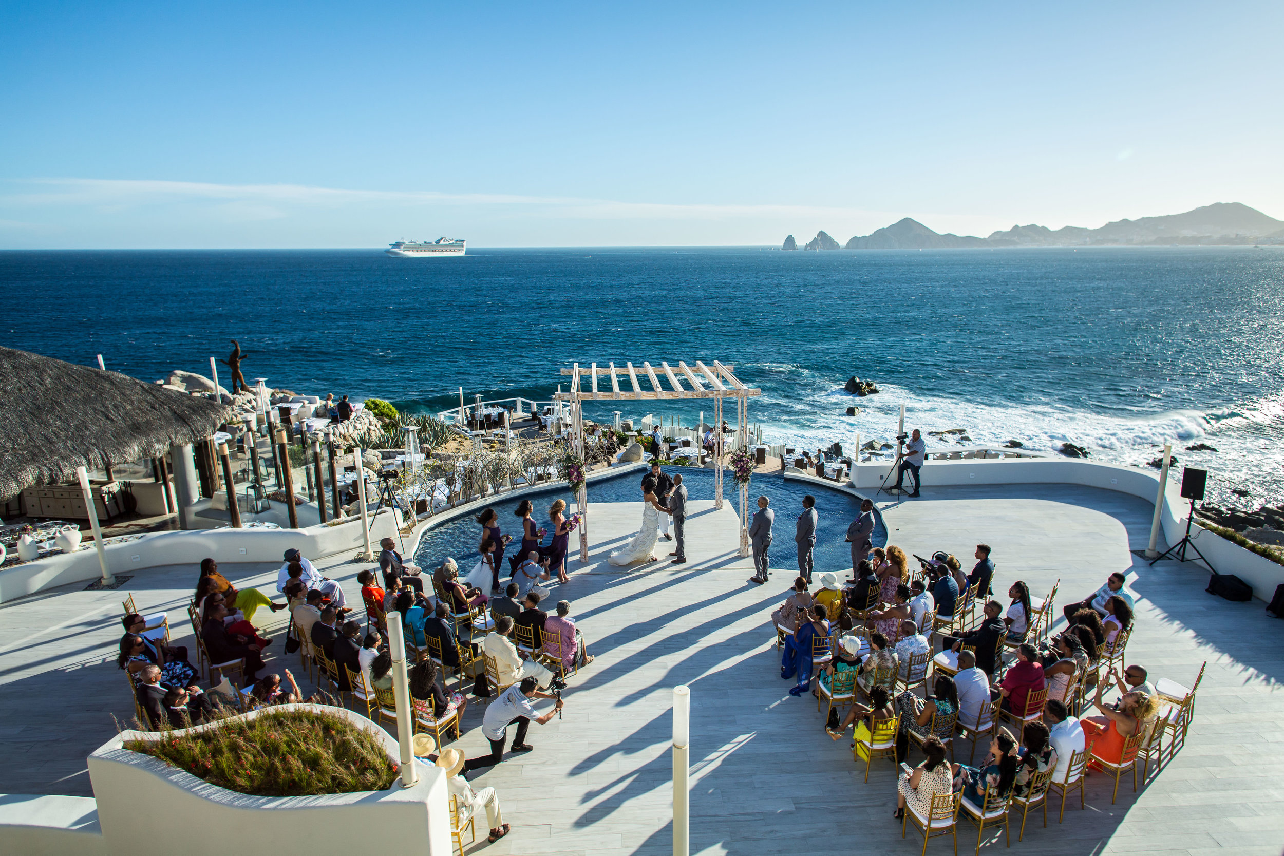 Sunset Monalisa wedding venue. Beutiful ceremony with all the gests and the ocean behind