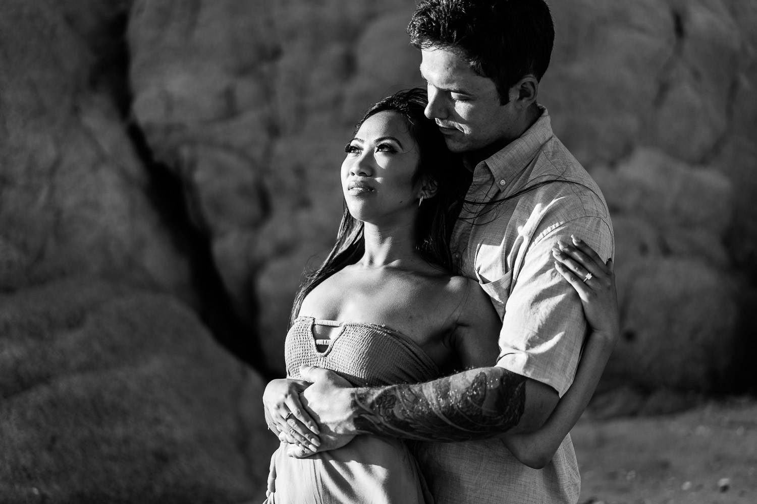 Beautiful young couple enjoy their engagement in Los Cabos, Mexico with profesional photographer Gonzalao Verdeja