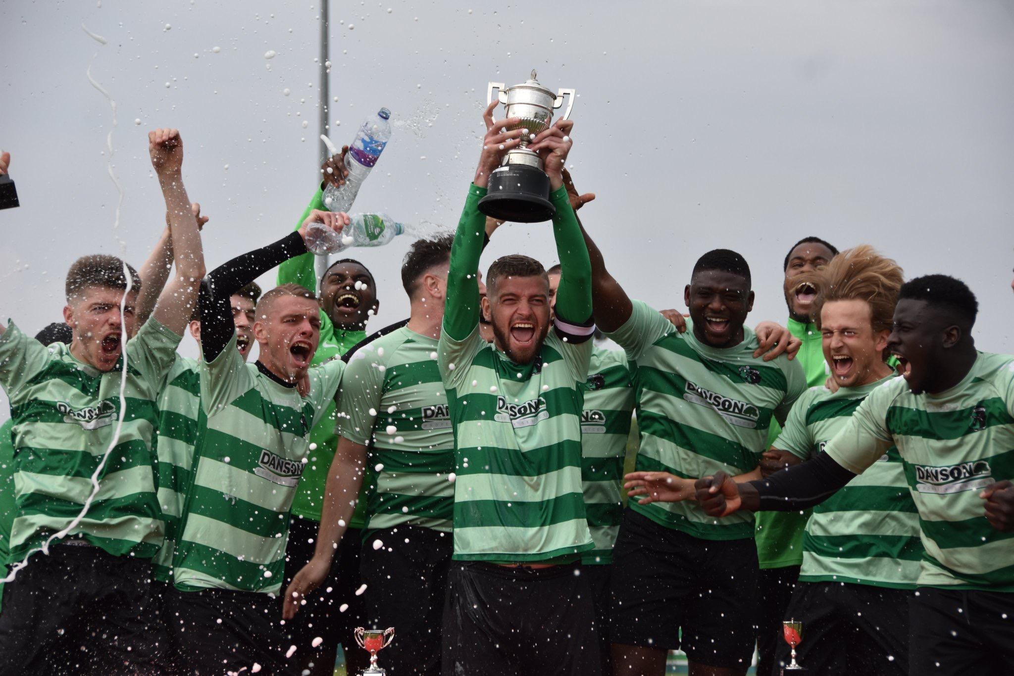 Welling Town A lift the Plumstead Challenge Cup