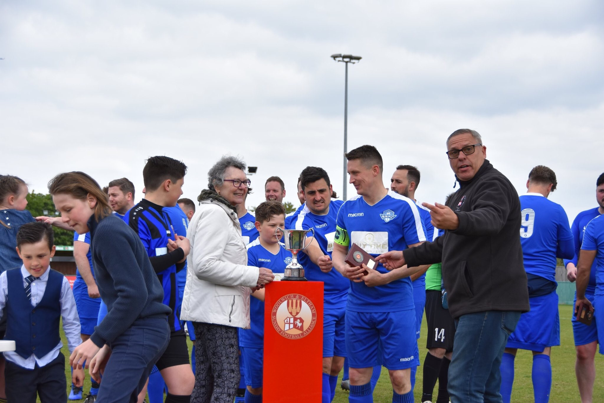 A Special Moment as the late Fred Jolly's wife, presents Burrage Blues with the Cup for 2018/19. The family only found out about the cup through the internet and the power of Social Media as the family and the league had lost contact. Contact now restored 😊
