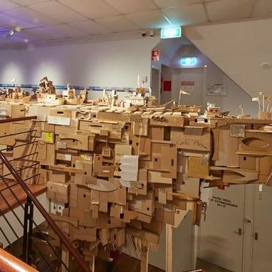 "六間雪梨藝術機構聯合計畫 阿奎禮贊夫婦紙箱戰艦再出航  Aquilizans' ""Project Another Country"" in 6 Art Institution in Sydney"