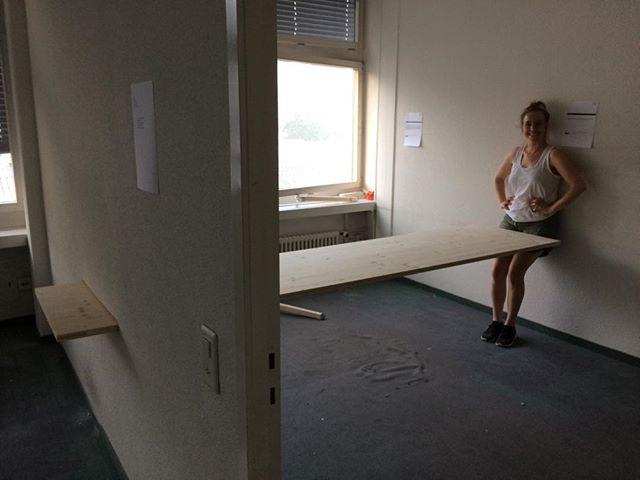 """Vorbereitungen für """"Der verwaschene Ort"""" in der #Zentralwäscherei #Zürich #Vernissage am Freitag, dem 28. Juni  um 19 Uhr, Neue Hard 12 [AnG]  #installation #Kunstintervention #tisch"""
