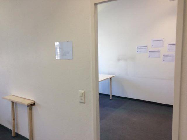 """Ehemalige #Zentralwäscherei #Zürich, #Vernissage """"Der verwaschene Ort""""  Installation """"Geteilt"""" von Esther Kempf und Anna Gielas  Zu sehen ab dem 28. Juni bis zum 06. Juli 2019 [AnG]  #Büro #Tisch #Prosa"""