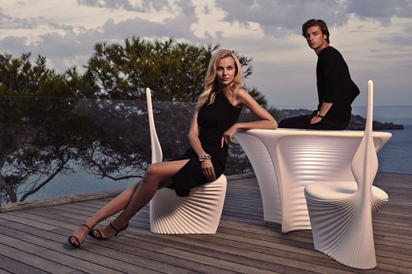 outdoorfurniture-avantgardefurniture-tables-chairs-biophilia-rosslovegrove-vondom.jpg