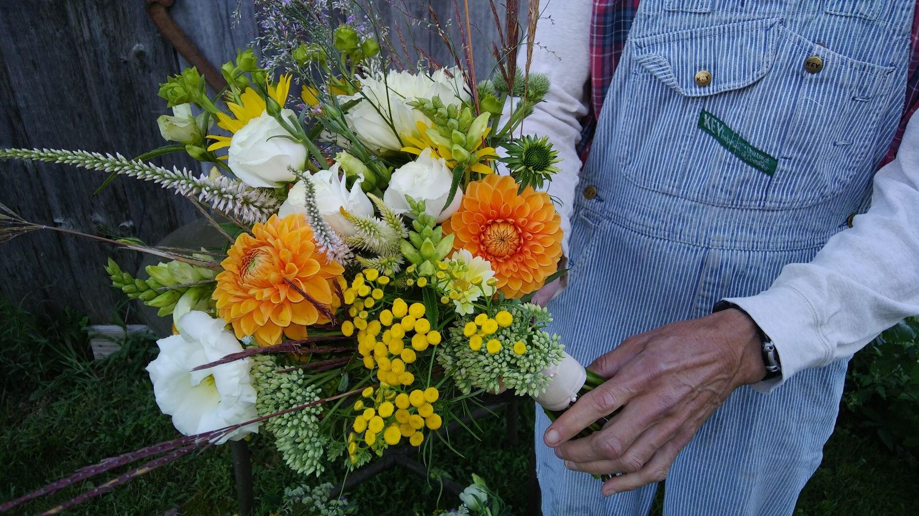 web - bridal bouquet jessie 8  24 - 19.jpg