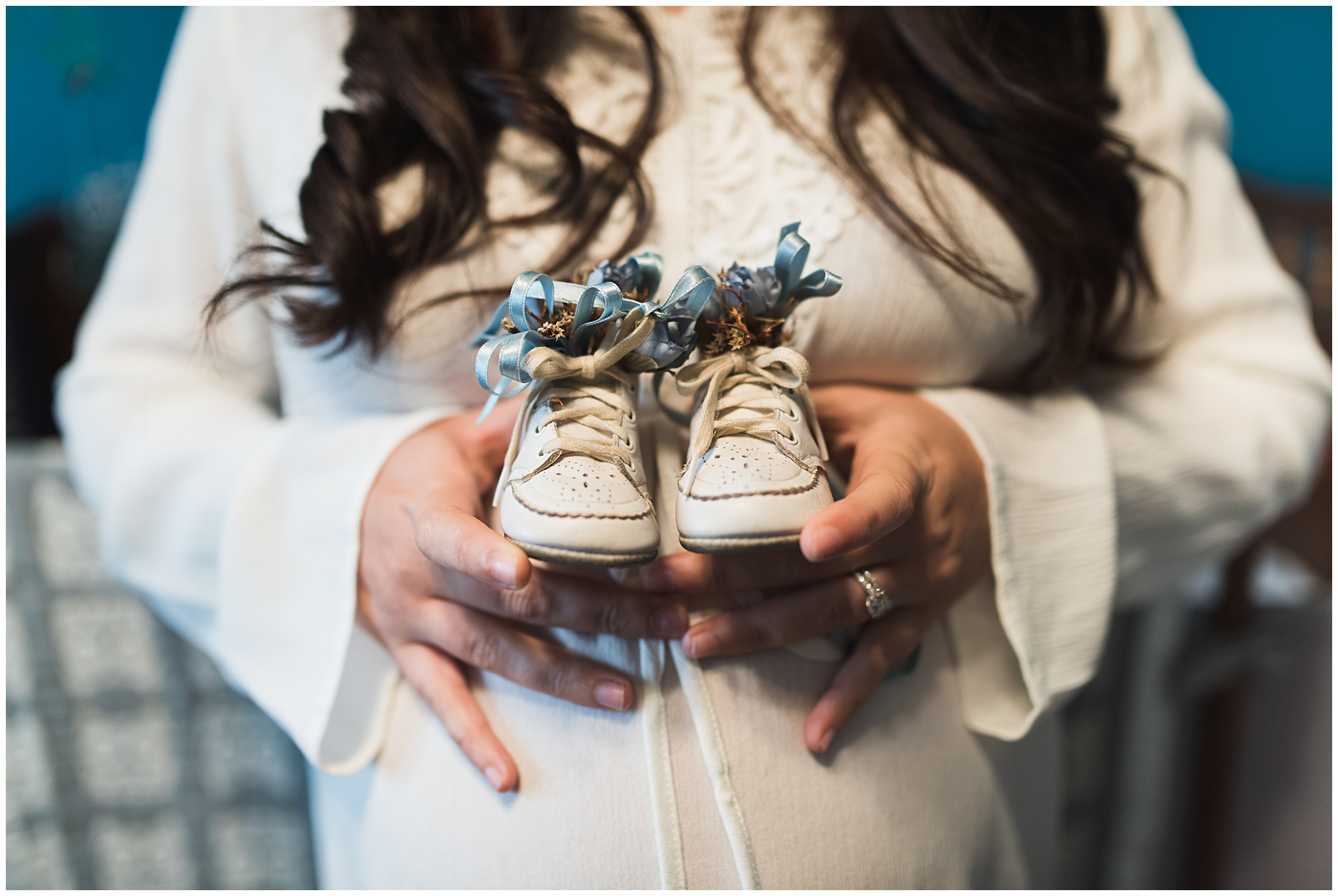 baby-shoes-mother-materinty-film-sonjakphotography-sonja-k-photography-rocky-mountains-meet-the-plains-film-look