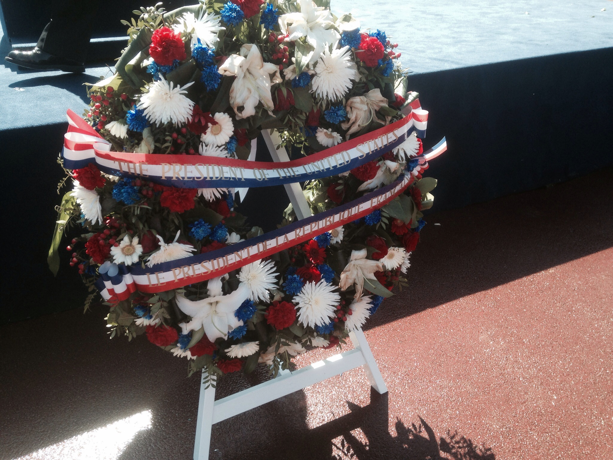 Presidential wreath, acknowledging both US and French Republic officials