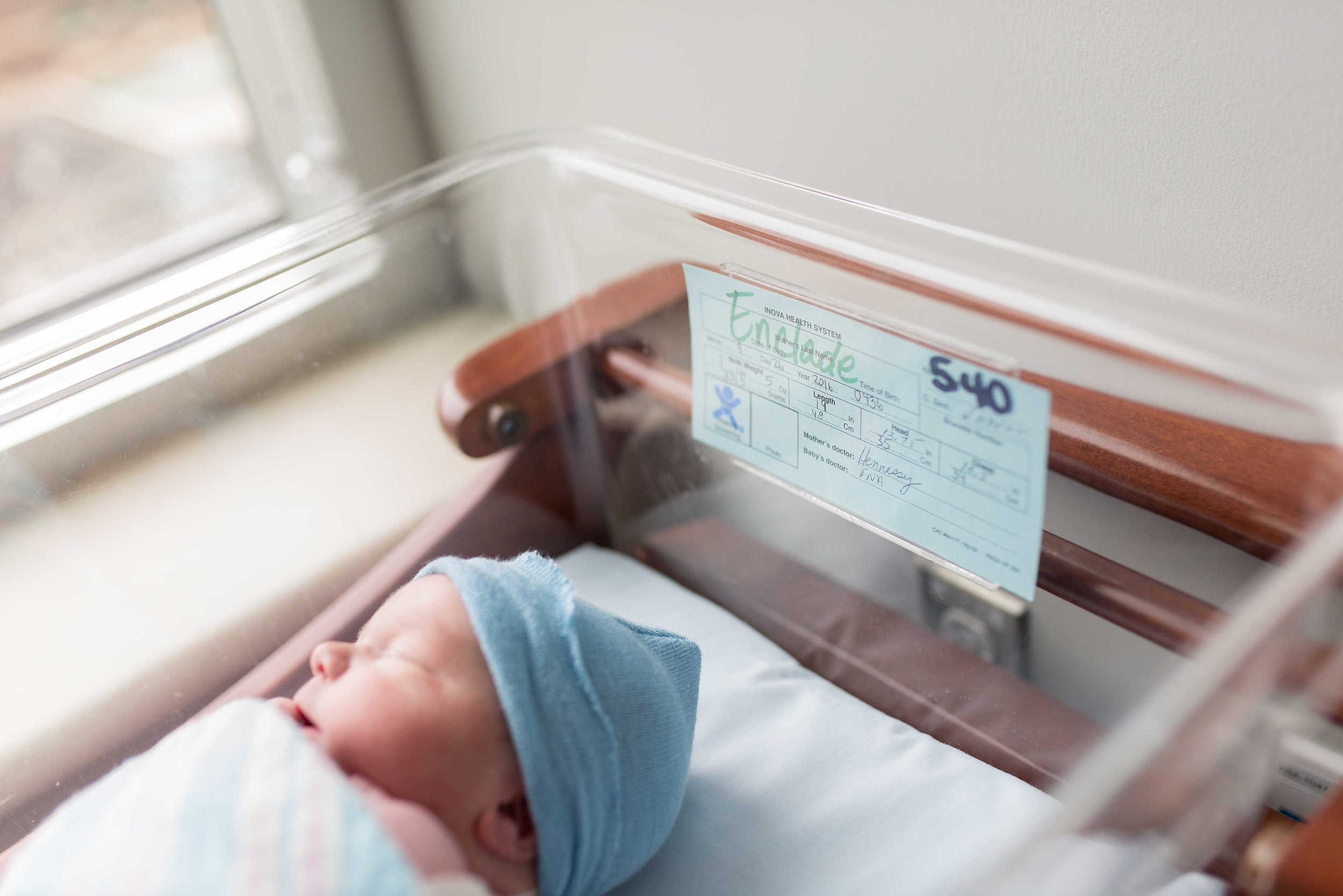 baby everett fresh 48 ashburn hospital newborn photography session-4.jpg