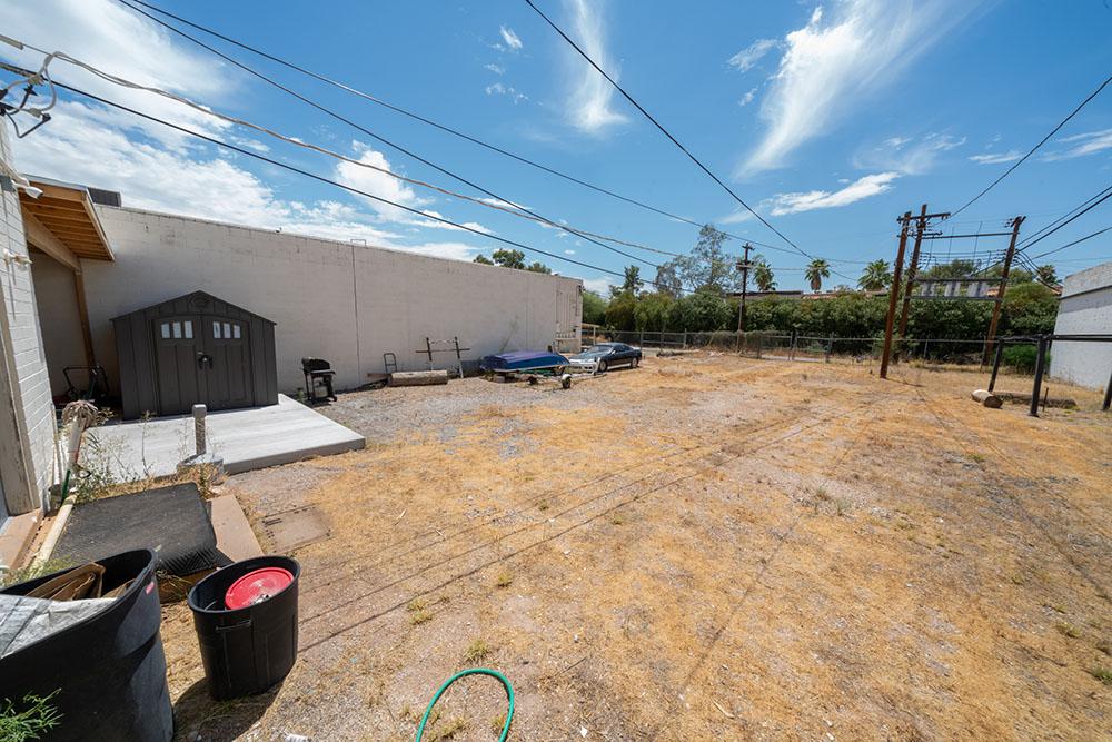 228-232 S Tucson-42_Ext_Yard.jpg