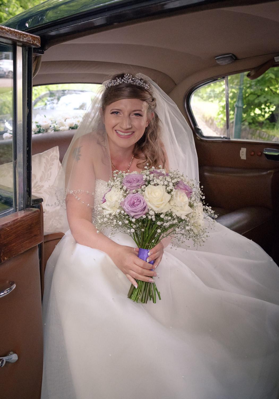 Bride-arrival-car