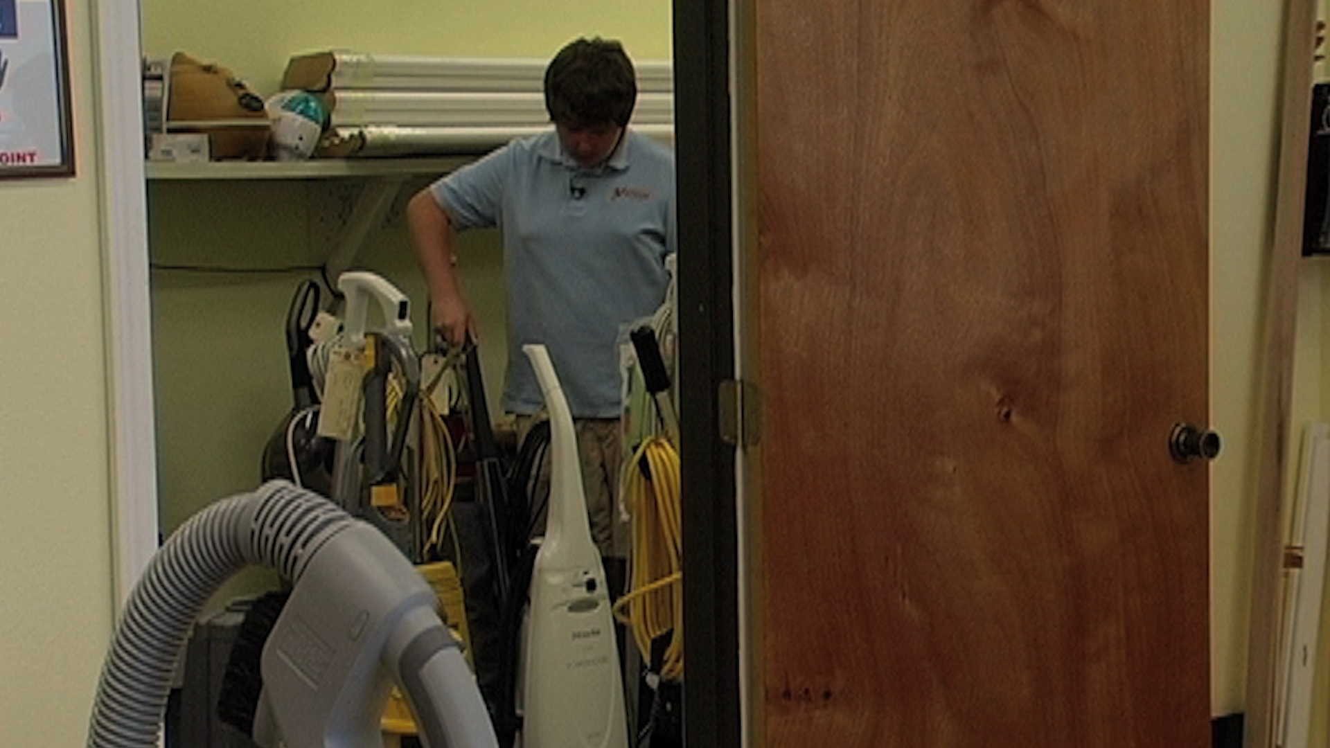 Documentary about Scott MacMillan, a teen-aged vacuum-cleaner collector from Georgetown, Texas.
