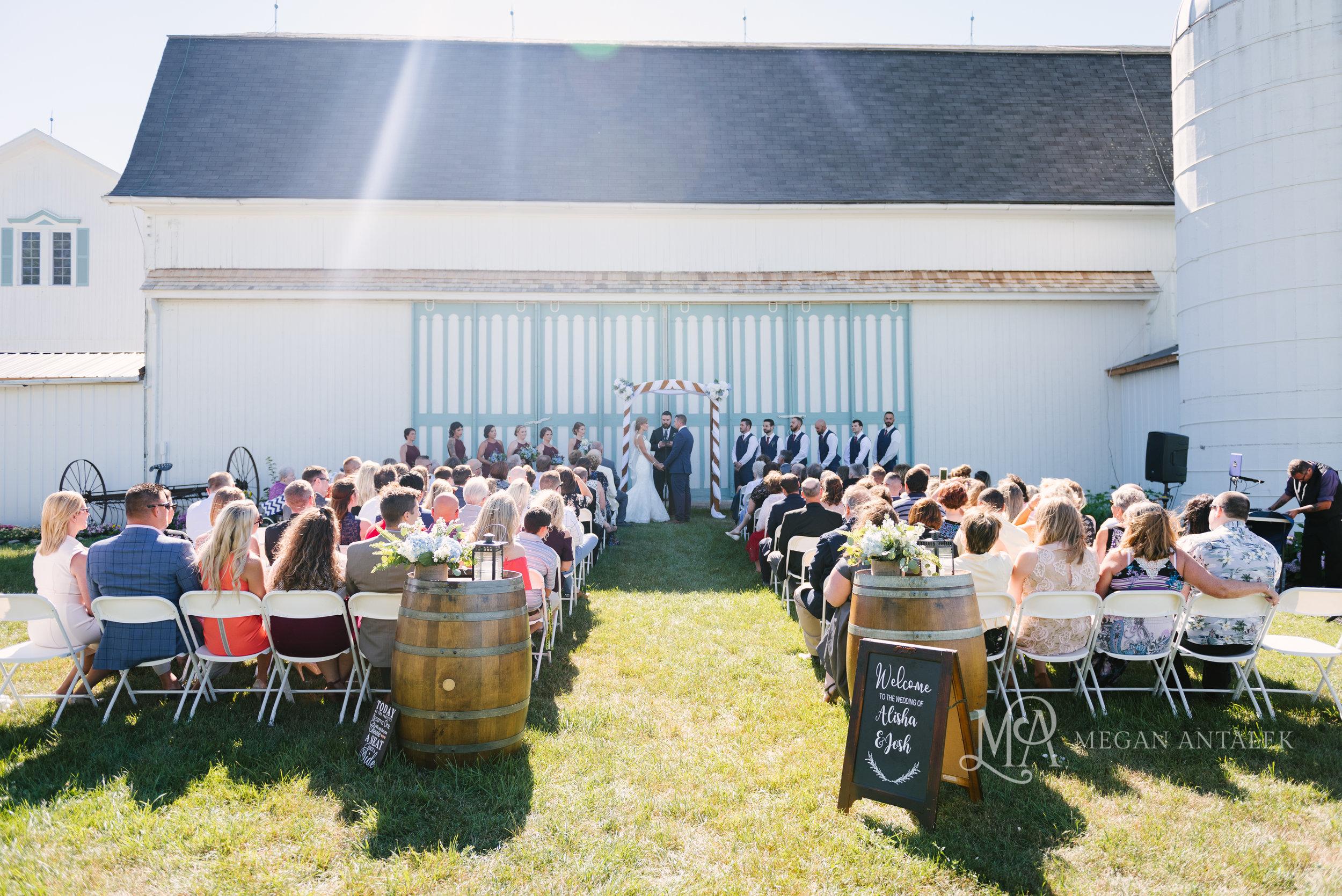 cobblestone-wedding-barn-rochester-photography-15.jpg