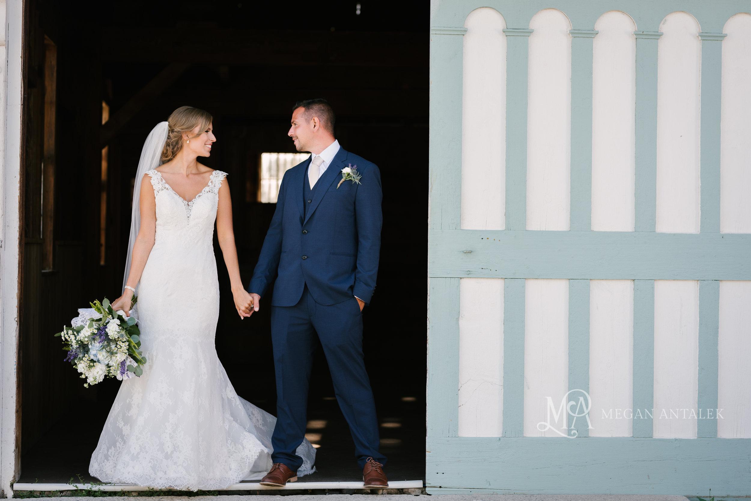 cobblestone-wedding-barn-rochester-photography-30.jpg