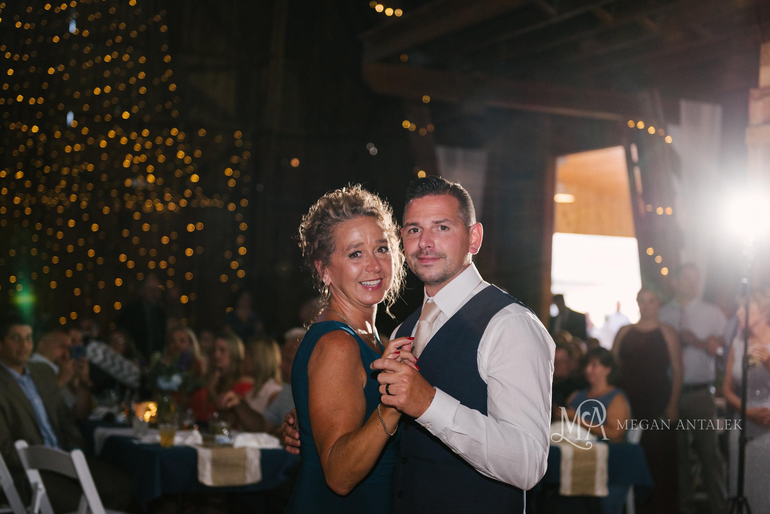 cobblestone-wedding-barn-rochester-photography-40.jpg