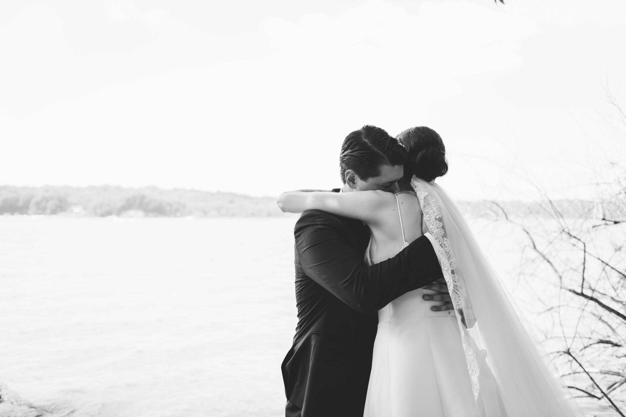 first-look-rochester-wedding-photographer.jpg