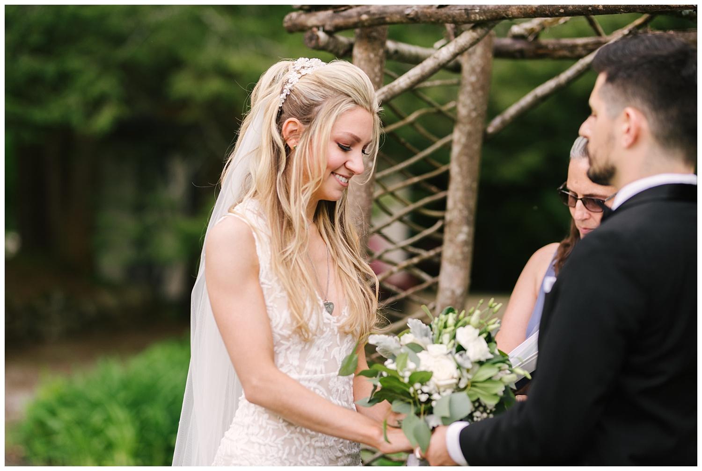 friends-lake-inn-rochester-wedding-photographer (27).jpg