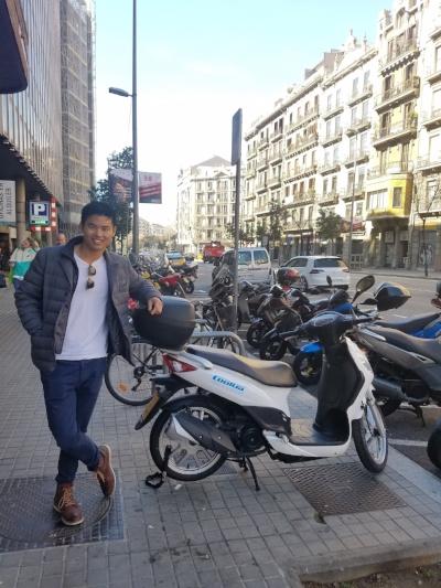 Vespa like the locals in Barca!