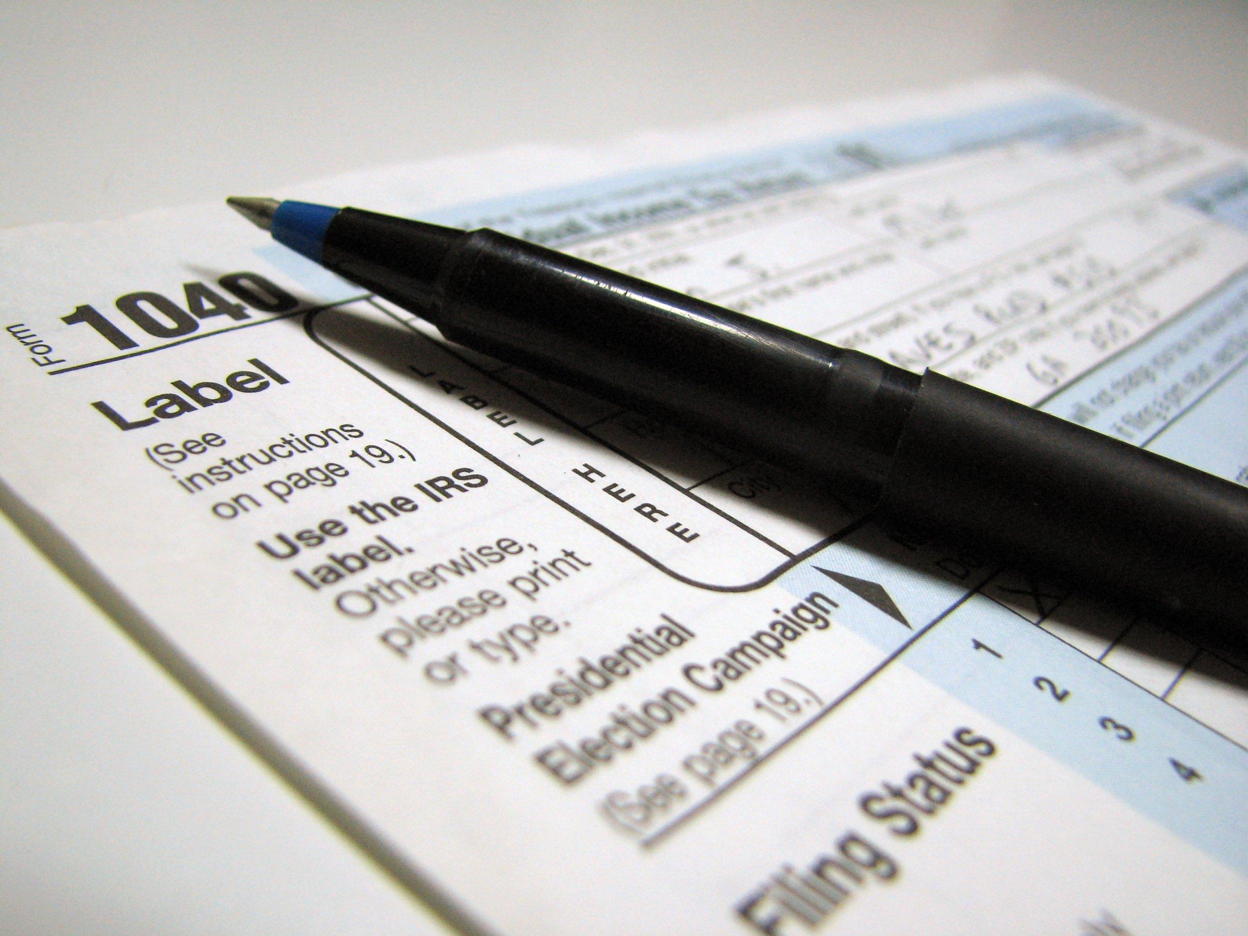 Closeup of a 1040 tax form and a pen