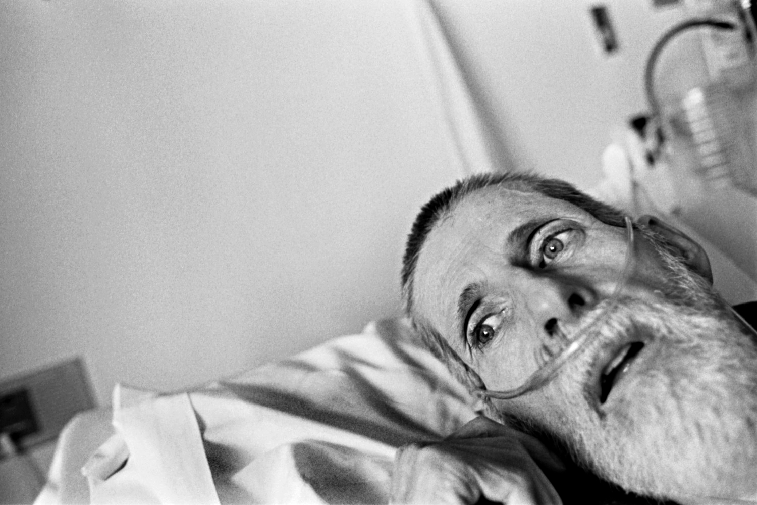 In his final days BLAYNE KINART lies in his bed breathing with the aid of a respirator in a hospital's palliative care unit in Sarnia, Ontario. 58-year-old Kinart a former chemical worker died from Mesothelioma, a cancer associated with asbestos exposure.Residents of the area have nicknamed Sarnia 'Chemical Valley,' due to the large number of chemical plants operating in the area. Blayne passed away on July 6, 2004 ©Louie Palu/ZUMAPRESS.com