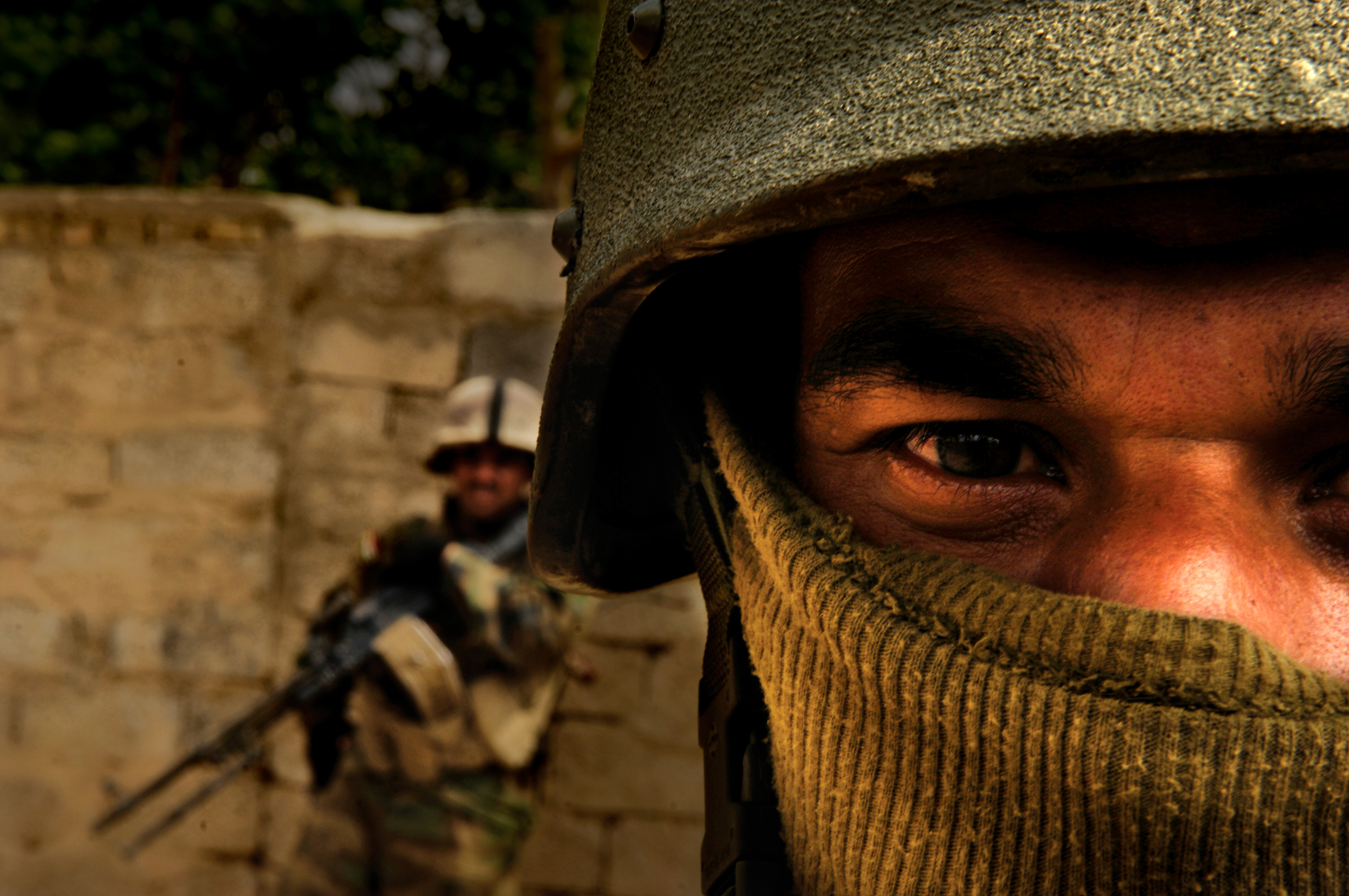 An Iraqi Army soldier covers his face to maintain anonymity within his community during routine foot patrols in New Baqubah, Iraq. 2007 © Stacy Pearsall