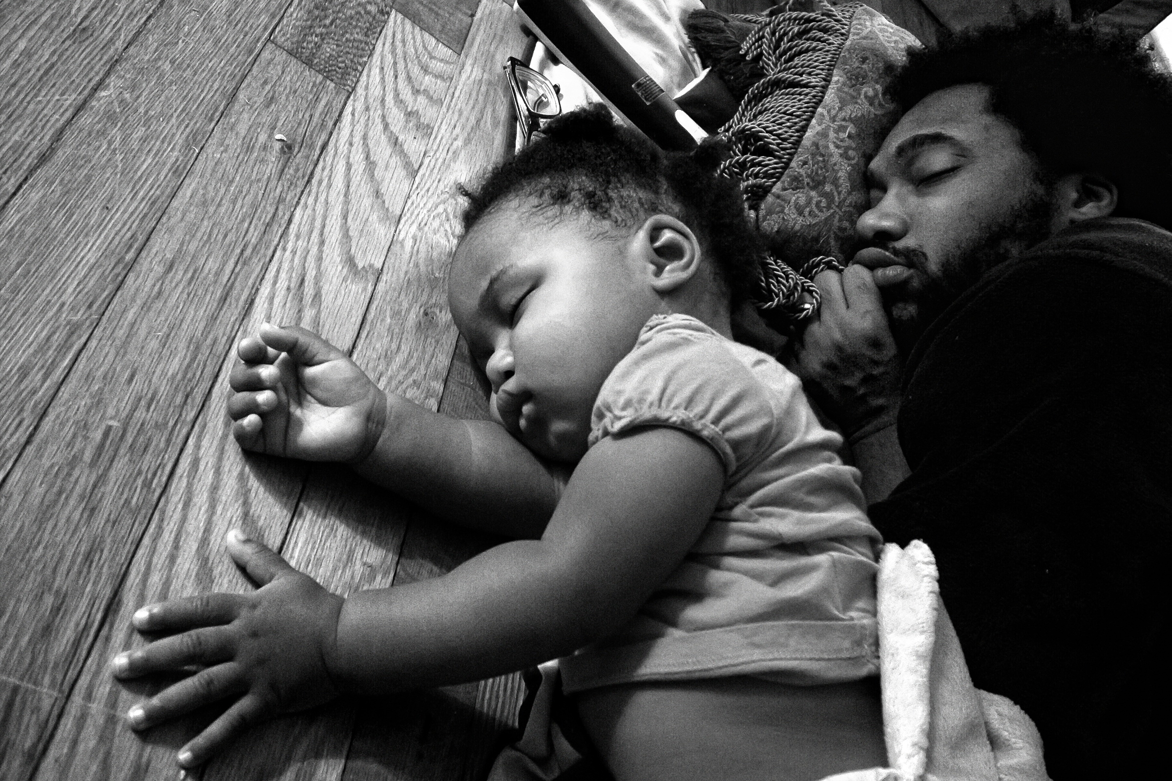 Anthony Francis falls asleep in front of the living room tv with his daughter Tena. Camp Lejeune, NC. 2012. © Zun Lee