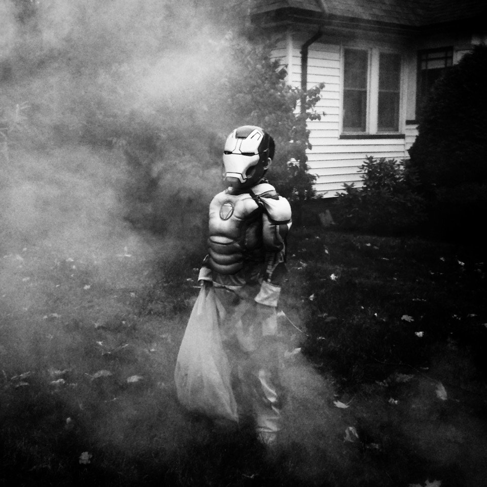 Halloween in Suburbia. Mateo, 2014 © Marvi Lacar