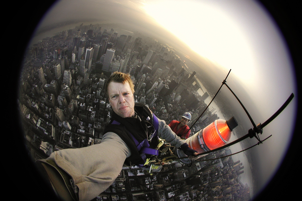 Coolpix selfie on top of the Empire State Building 2001 © Joe McNally