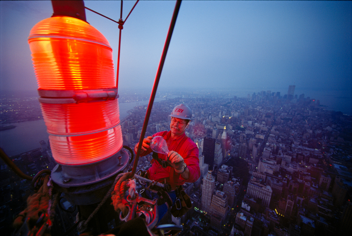 Tom Silliman changes a lightbulb on top of the Empire State Building National Geographic 2001 © Joe McNally