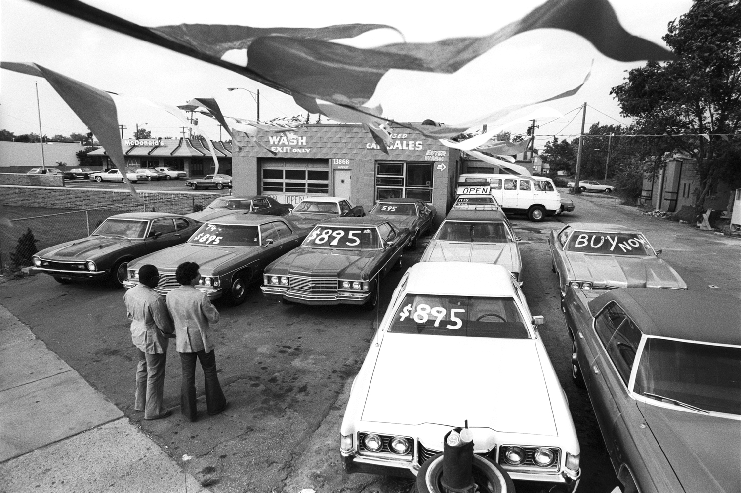 A used car dealer in Detroit, MI during a time when America was severely marked by the recession. September 1980  © Jean-Pierre Laffont