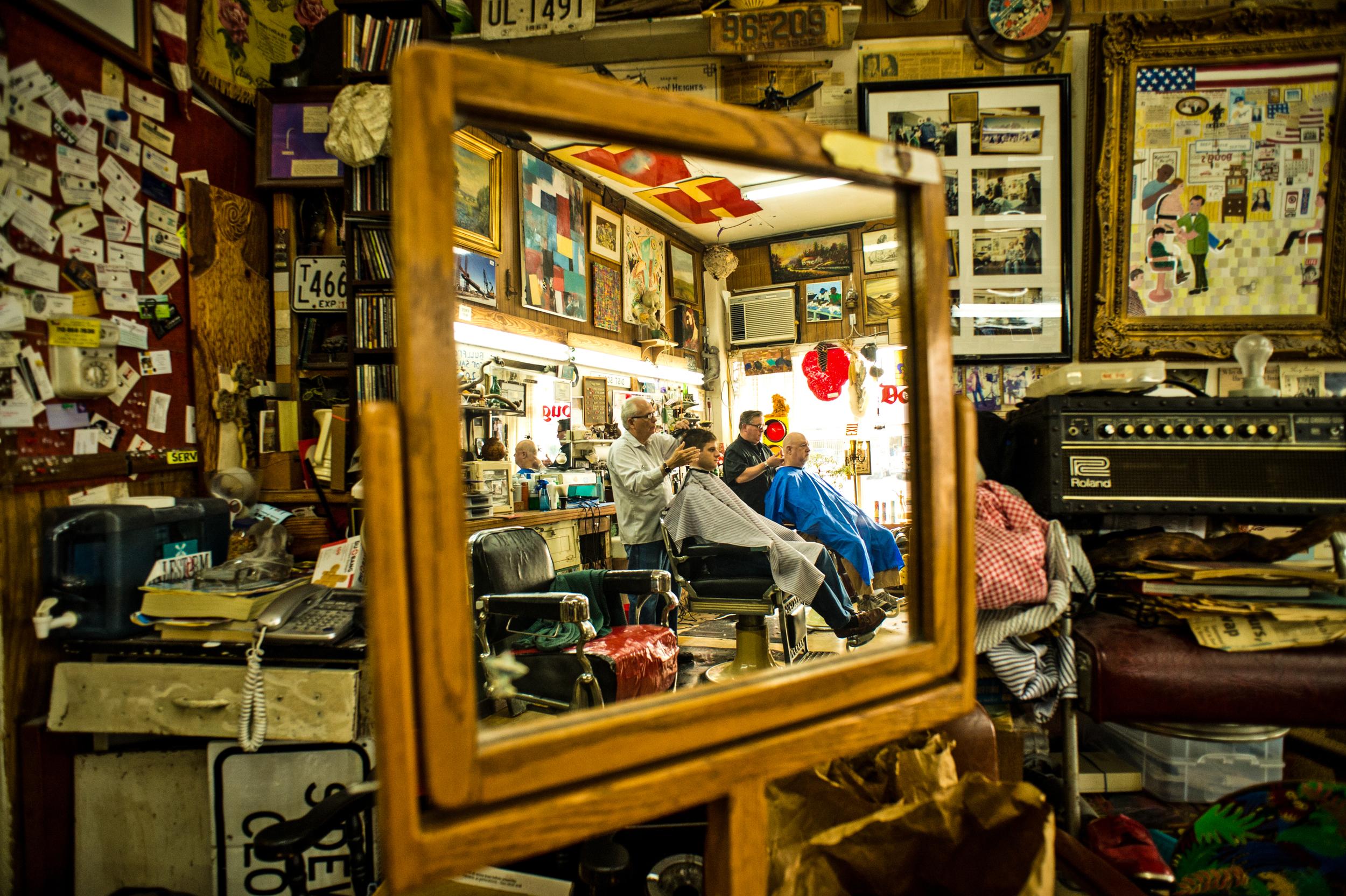 Doug's Barbershop in Houston, Texas© Rob Hammer