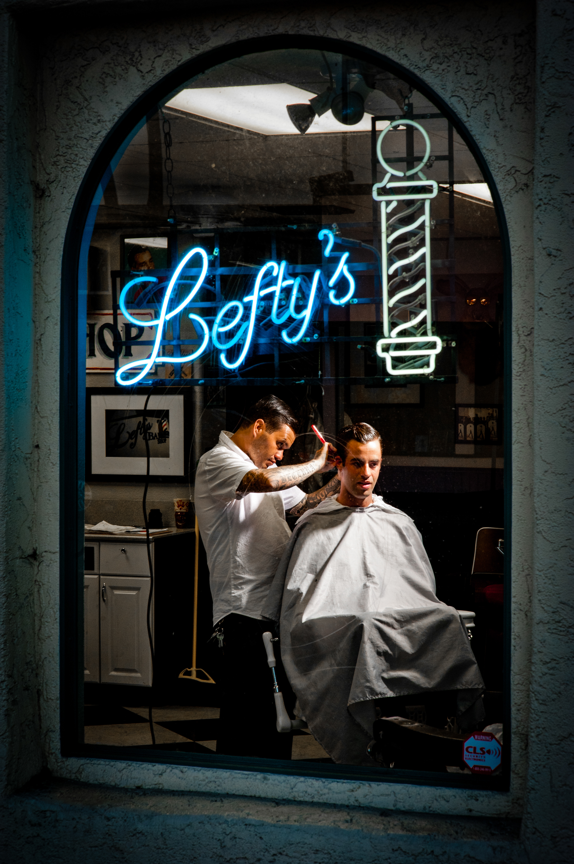 Lefty's Barbershop in San Diego, California© Rob Hammer