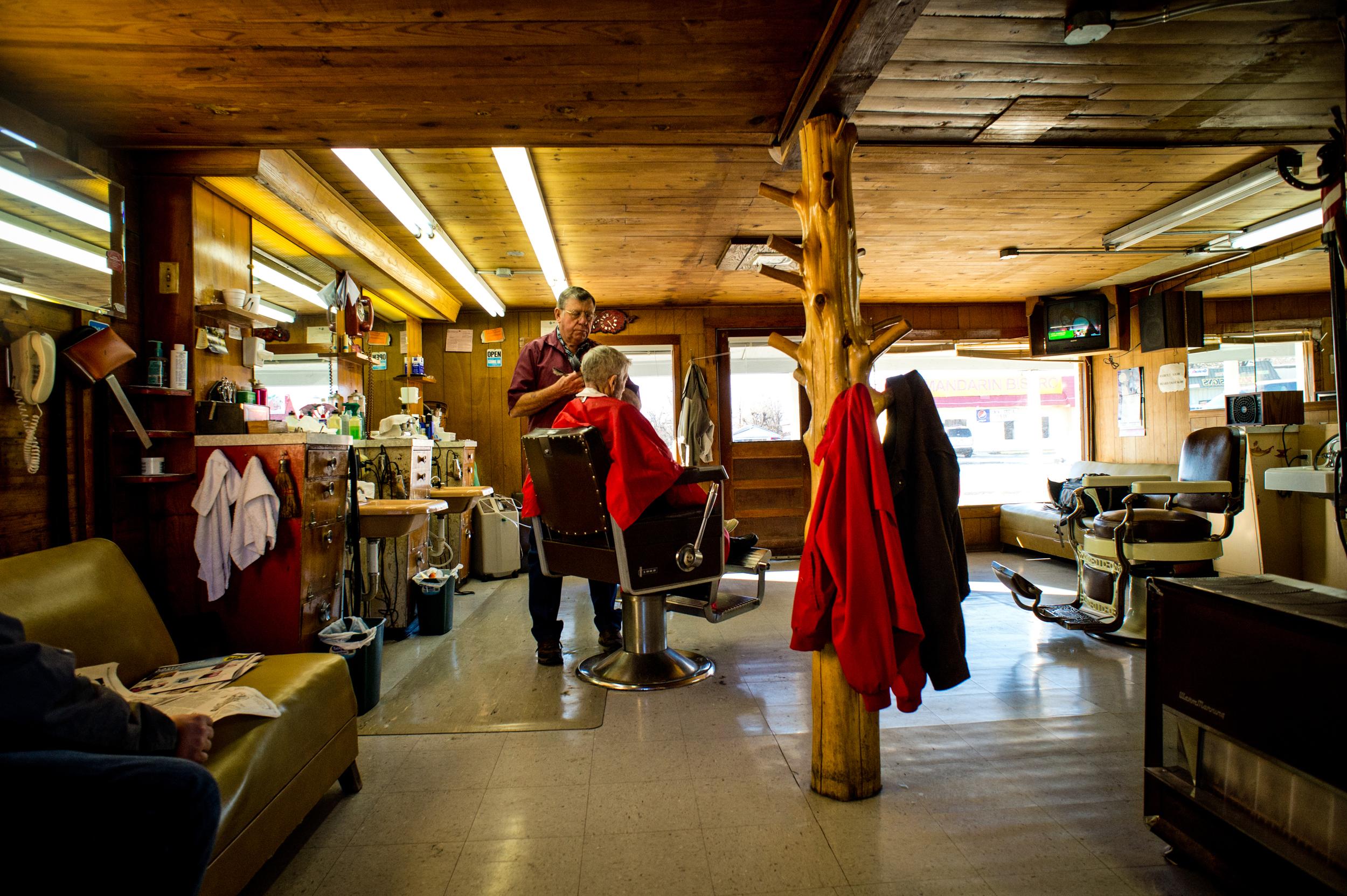 Don and John's Barbershop in Springdale, Arkansas© Rob Hammer