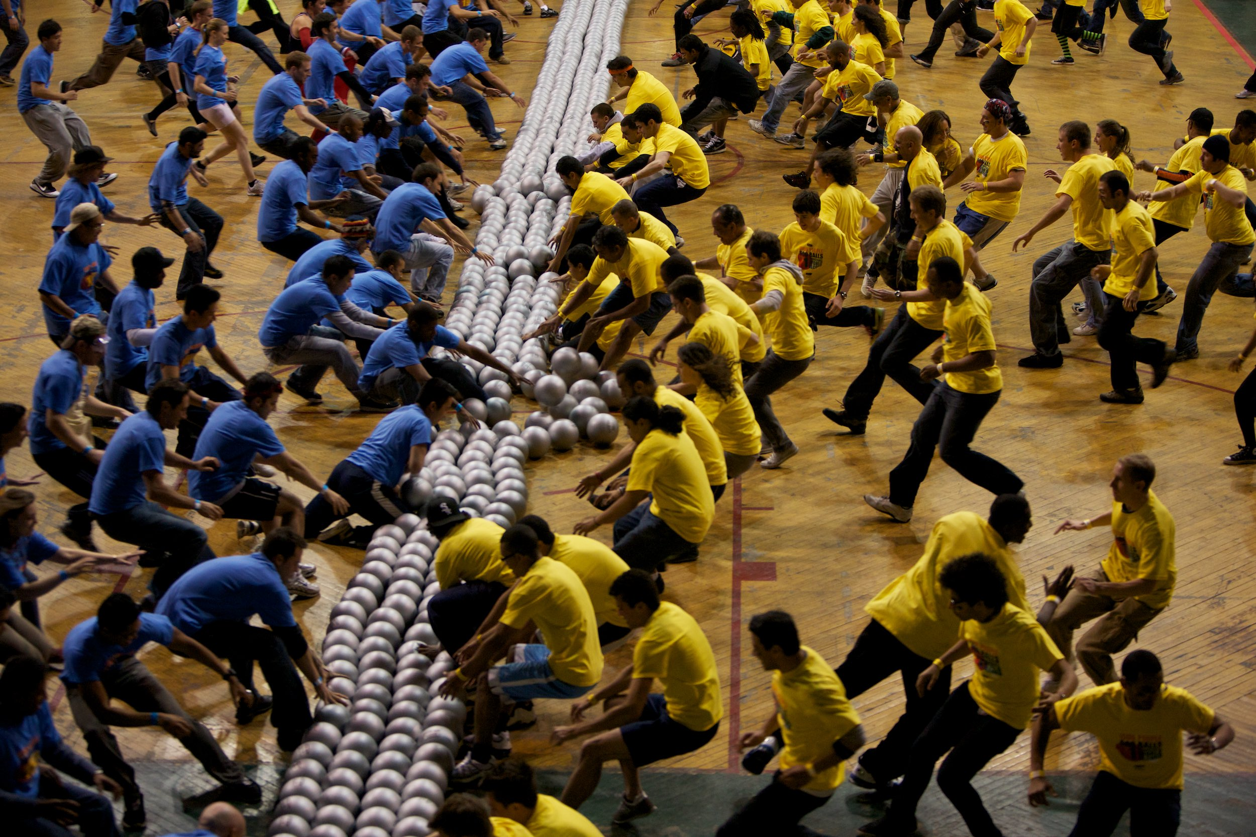 What happens when you combine 712 people and 600 balls in Manhattan? You get the world's largest dodgeball game - ever.© Sol Neelman