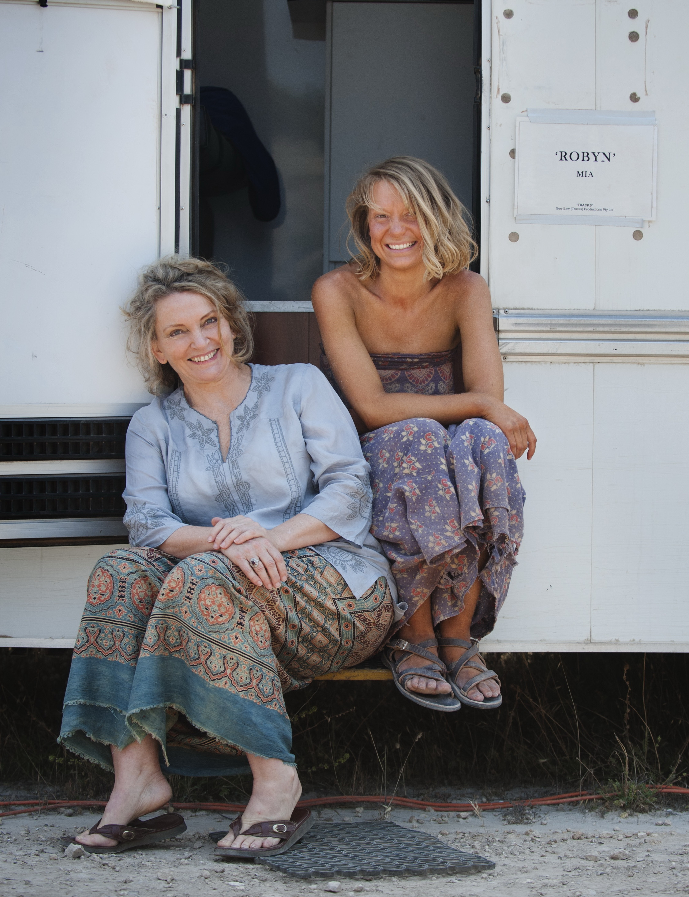 Robyn Davidson and Mia Wasikowska on the set of Tracks at Ayers Rock. © Matt Nettheim/See-Saw Films