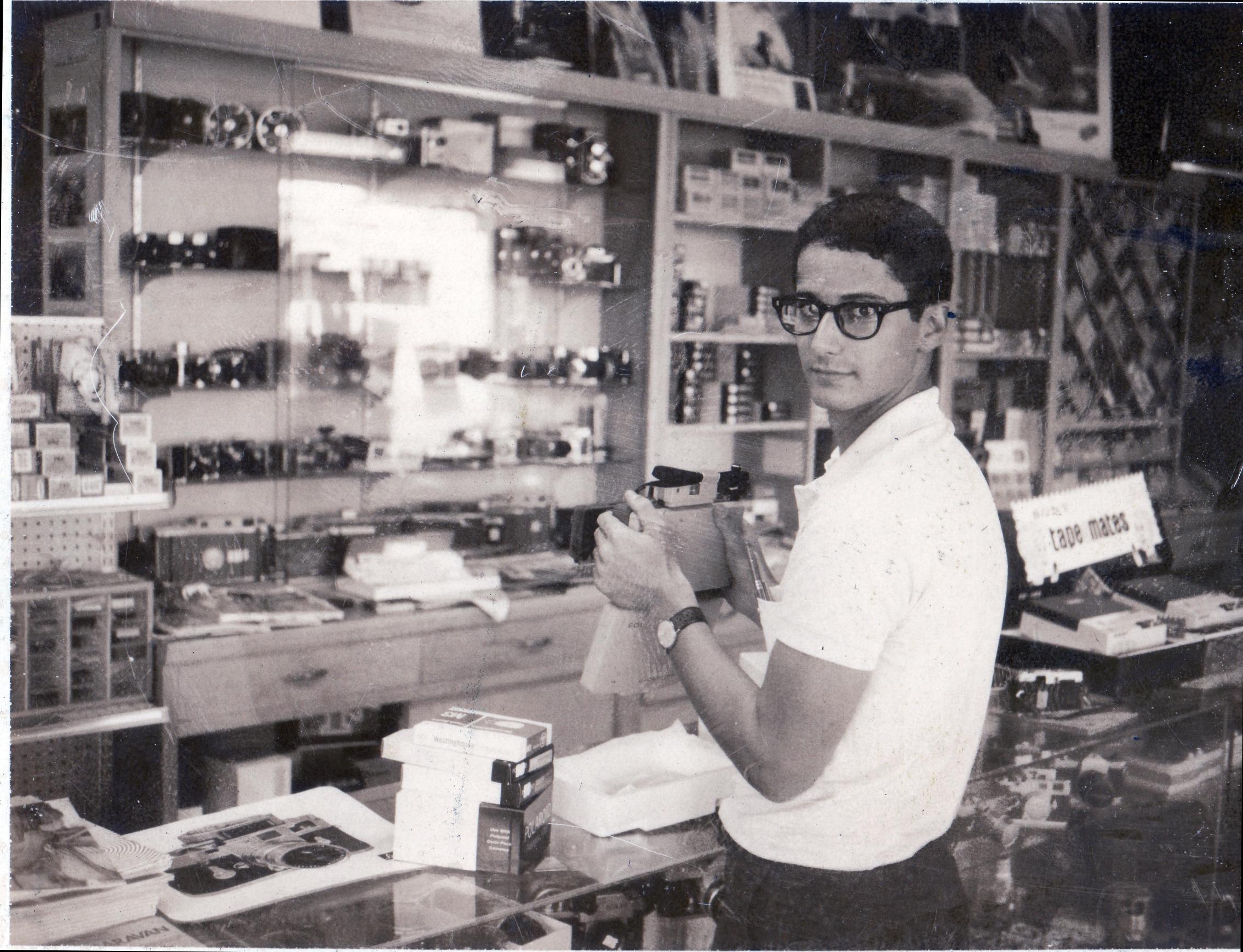 David Burnett at Shutterbug Camera shop: Salt Lake City circa 1965. © 2015 David Burnett/Contact Press Images