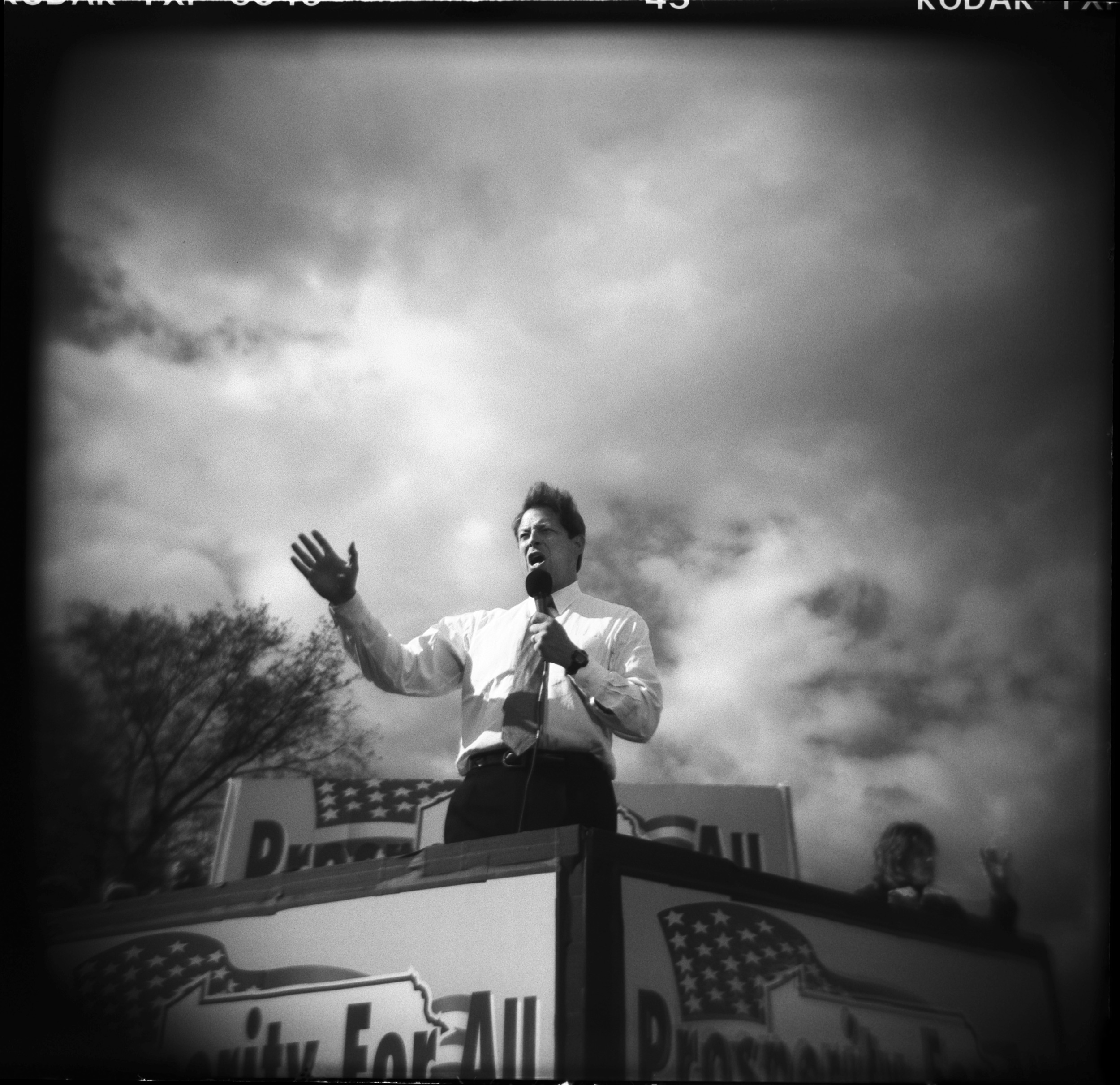 Vice-President Al Gore during the last days of his unsuccessful presidential campaign against George W. Bush,Philadelphia, Pennsylvania, November 2000. © 2015 David Burnett/Contact Press Images