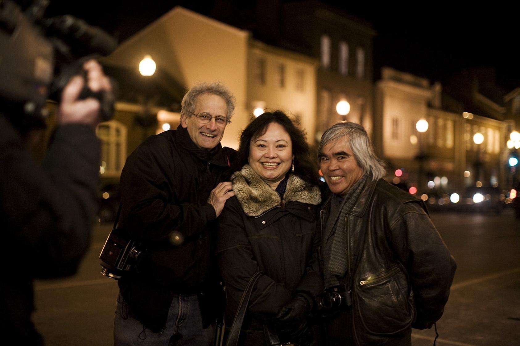 David Burnett, Kim Phuc and Nick Ut reunited in Washington DC, 2009 © Hyungwon Kang
