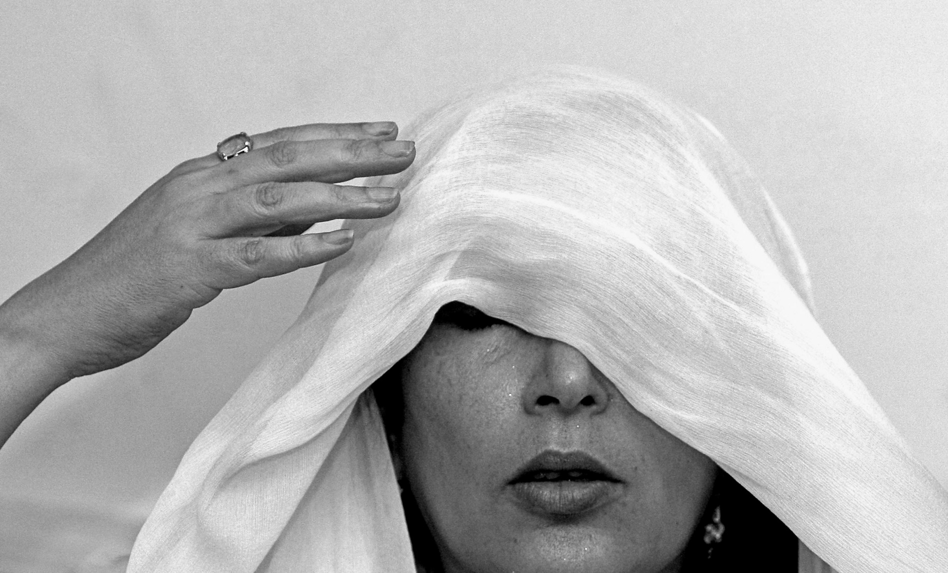 Former Pakistani premier Benazir Bhutto adjusts her head scarf during a press conference at her house in Karachi, Pakistan. October 21, 2007 © Daniel Berehulak/Getty Images