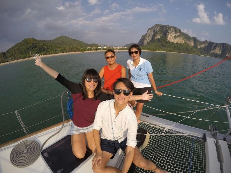 ximula-wong-family-yacht-charter-singapore