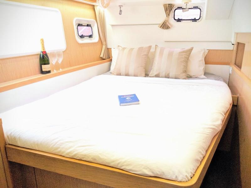 ximulasail gracefully master cabin bed.jpeg