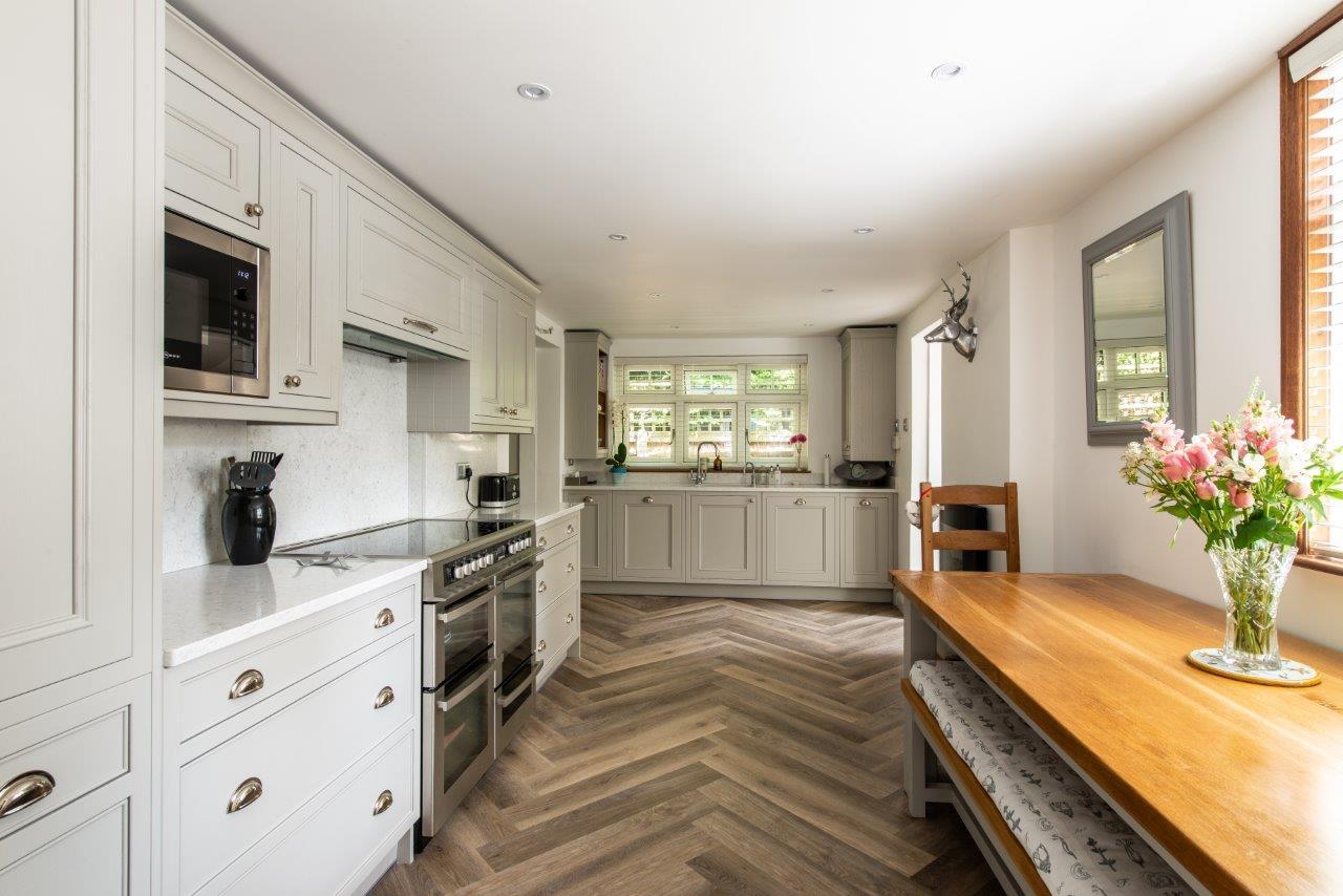 Sevenoaks Family Kitchen 02.jpg