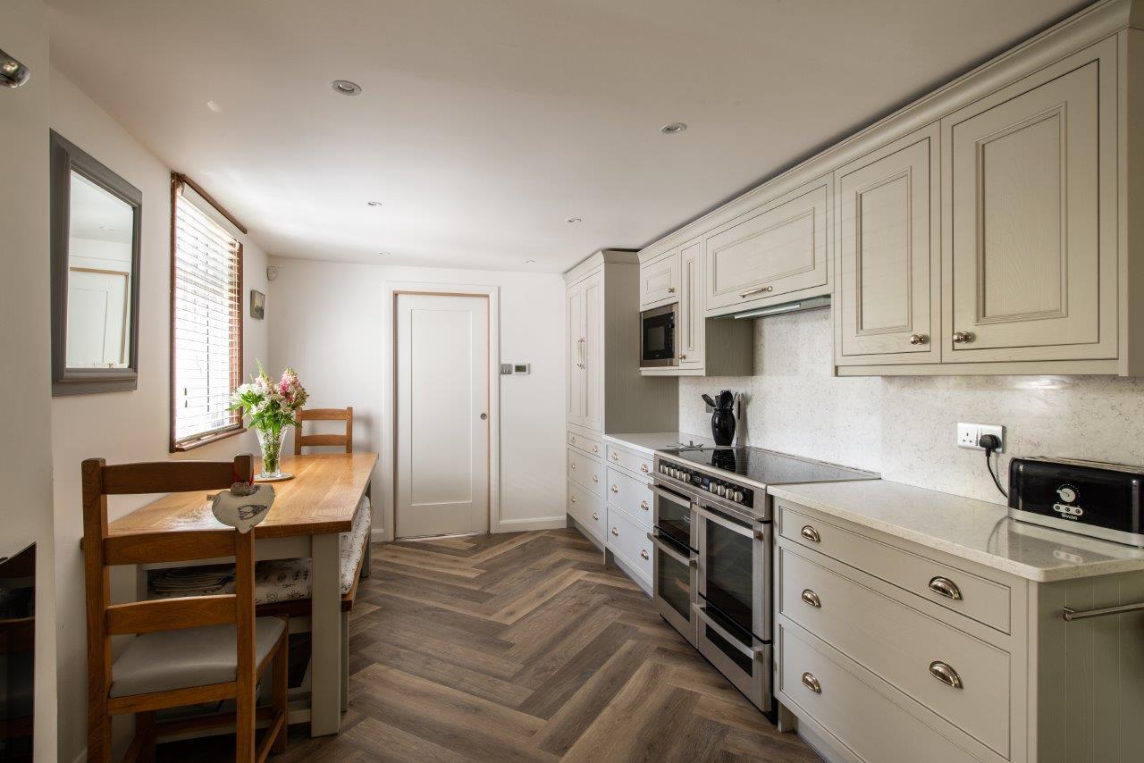 Sevenoaks Family Kitchen 10.jpg